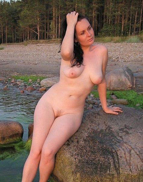 Особы обнажающие выразительные задницы и огромные груди