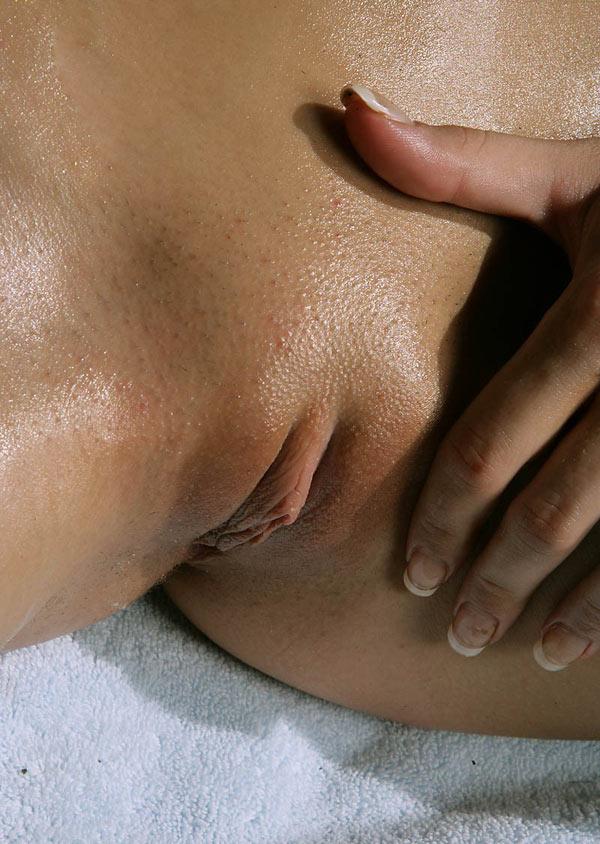Молоденькие и не только раздвигают половые губы