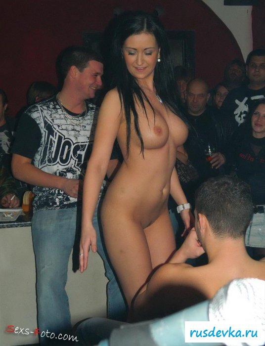 Сучка напилась и хочет стриптиз в клубе