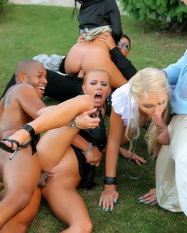 Групповая пьяная ебля на пикнике ххх фото