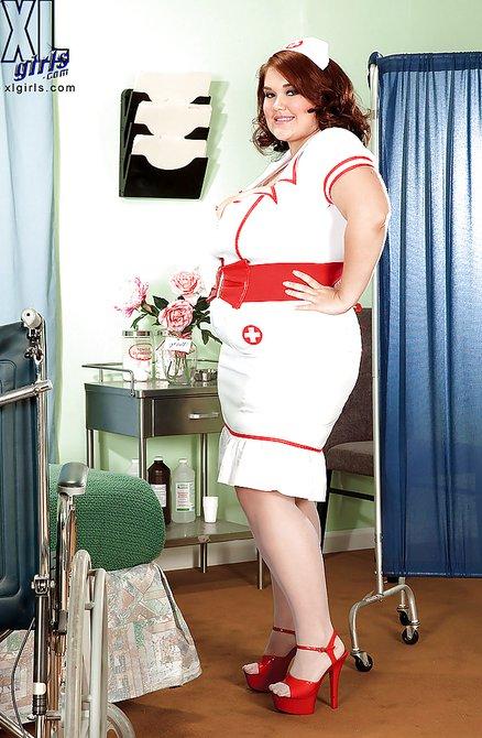 Весьма большие буфера медсестры